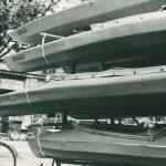 Faltboote auf den Bootsanhänger