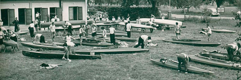Boote vor dem Bootshaus
